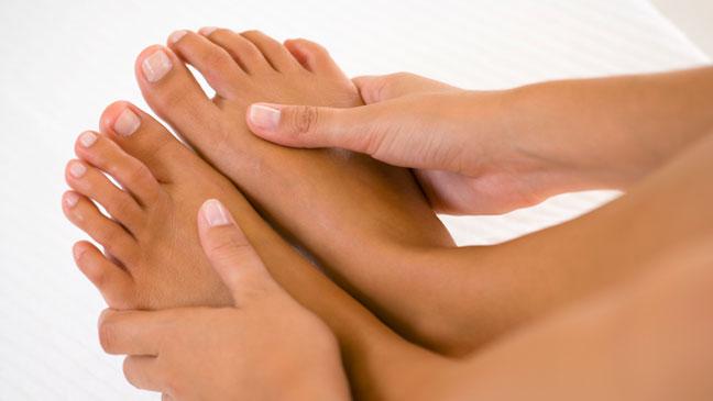Болит на большом пальце ноги около ногтя thumbnail