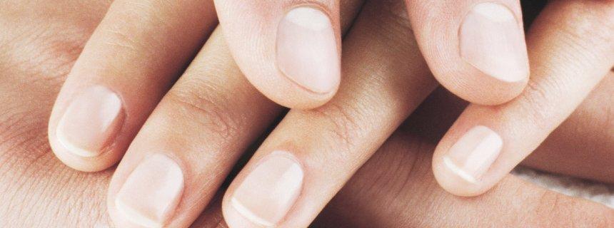 трескается кожа под ногтями на руках