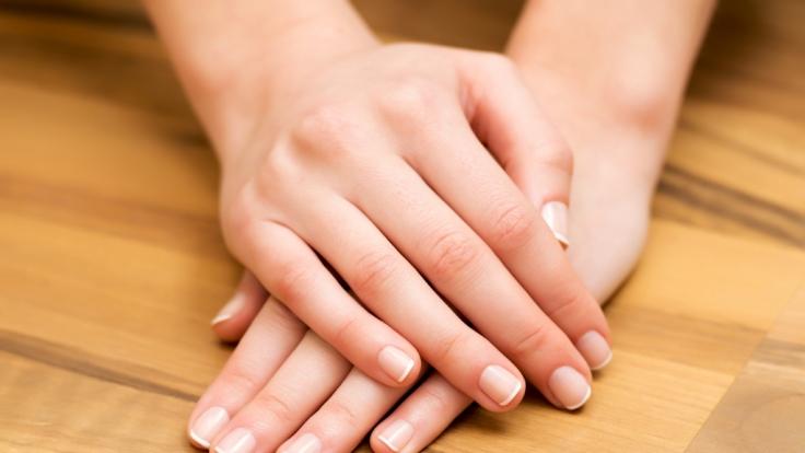 почему трескается кожа под ногтями на руках