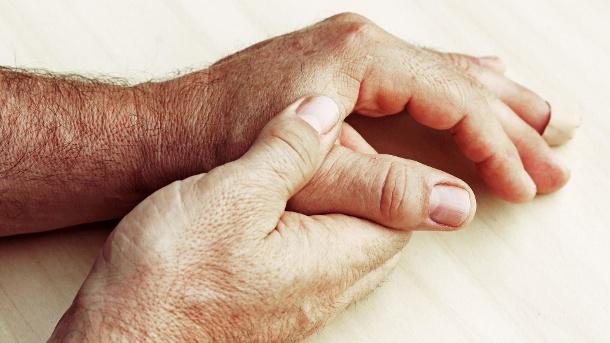 трещины под ногтями