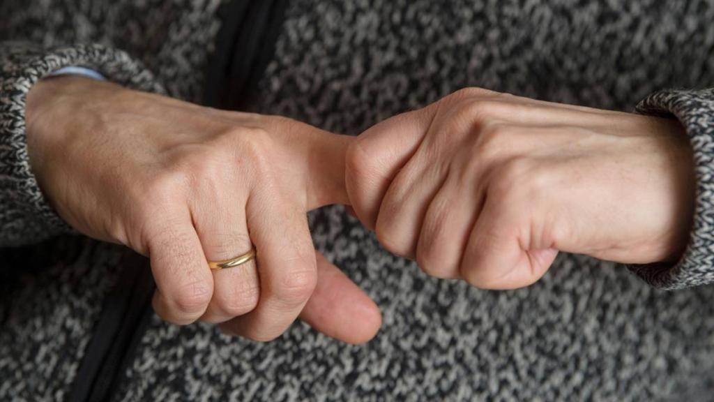 что делать с сухой кожей под ногтями