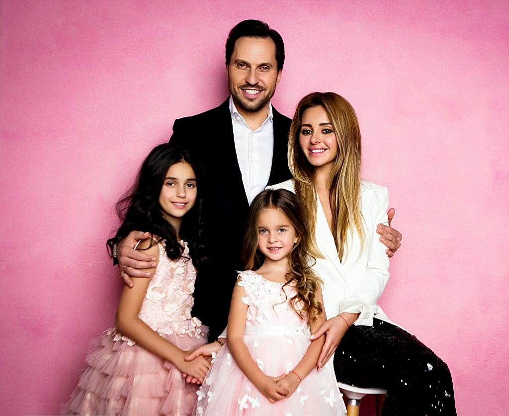 Анжелика Ревва с мужем Александром и дочерьми Алисой и Амели