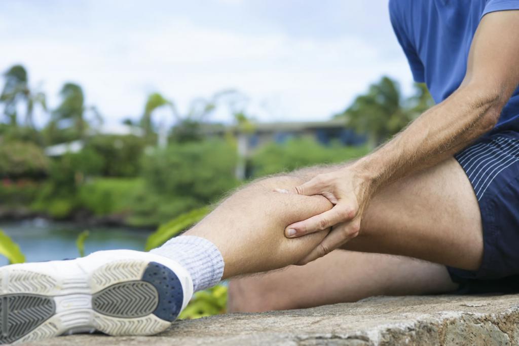 болит икра левой ноги причины когда сидишь и встаешь как лечить