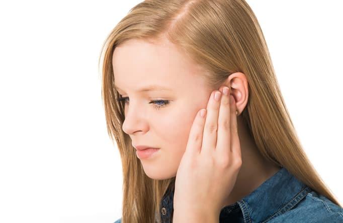 Закладывает уши при сморкании