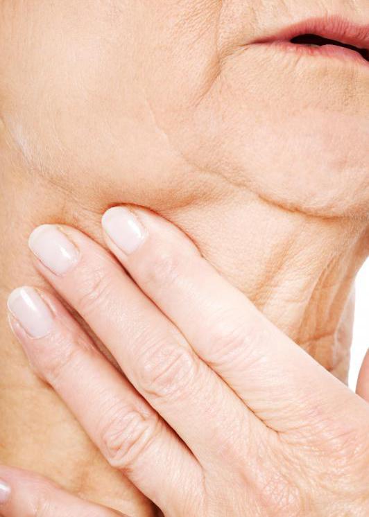 паратонзиллярный абсцесс горла симптомы и лечение