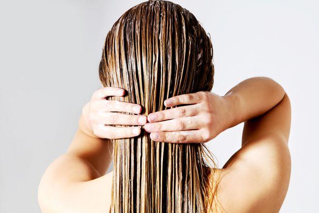 Влажные волосы сзади
