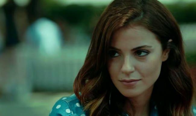турецкая актриса Эзги Эюбоглу