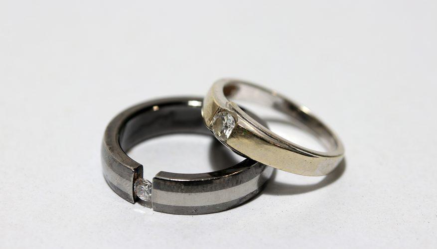 Надевать обручальное кольцо