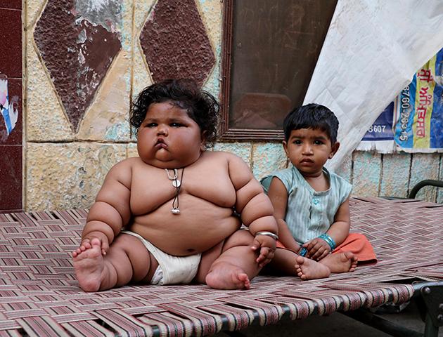 Очень толстый и нормального веса детки