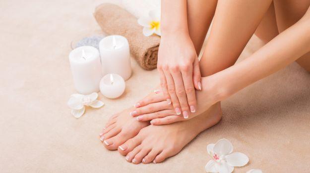 почему шелушится кожа между пальцами ног