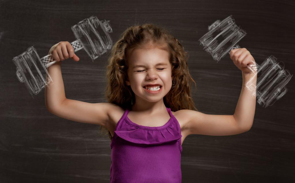 Кто сказал, что маленькие девочки не тренируются?