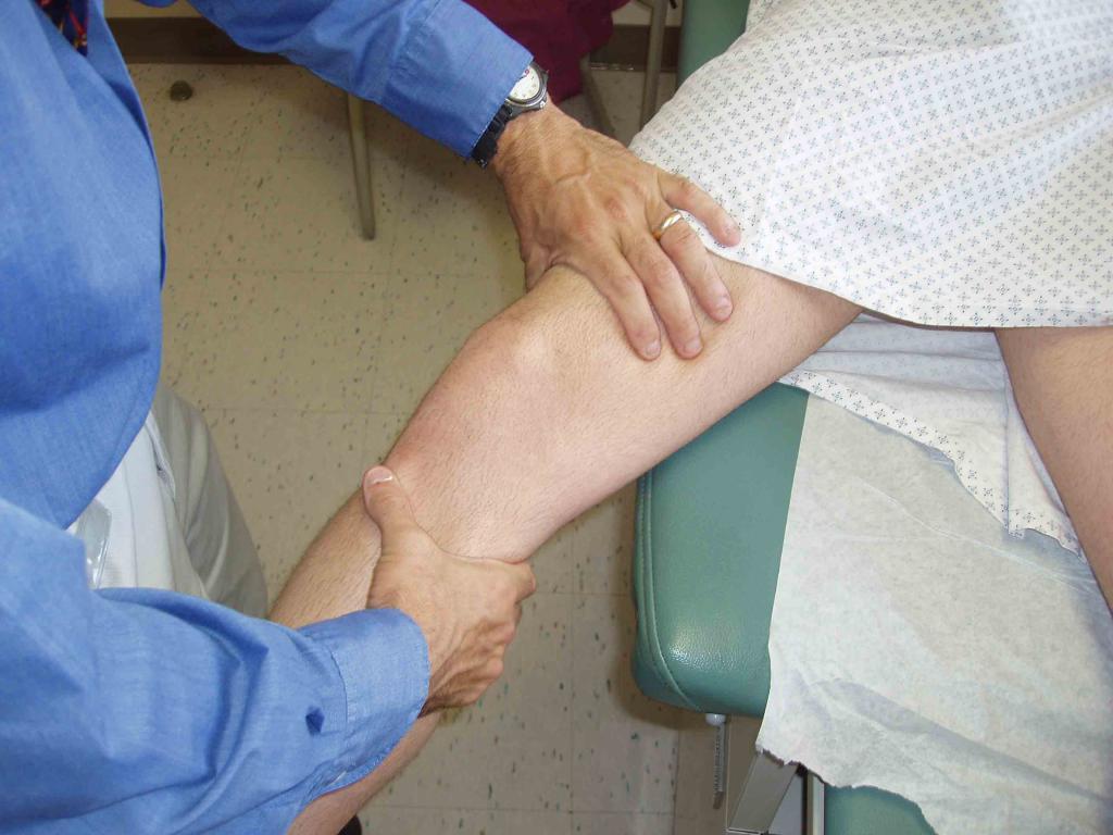 Начала синеть нога лечение thumbnail