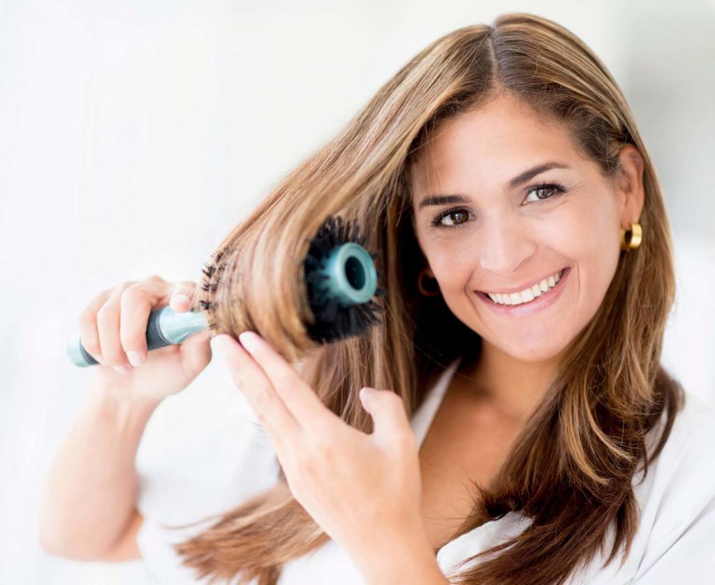укладка волос с помощью фена и брашинга