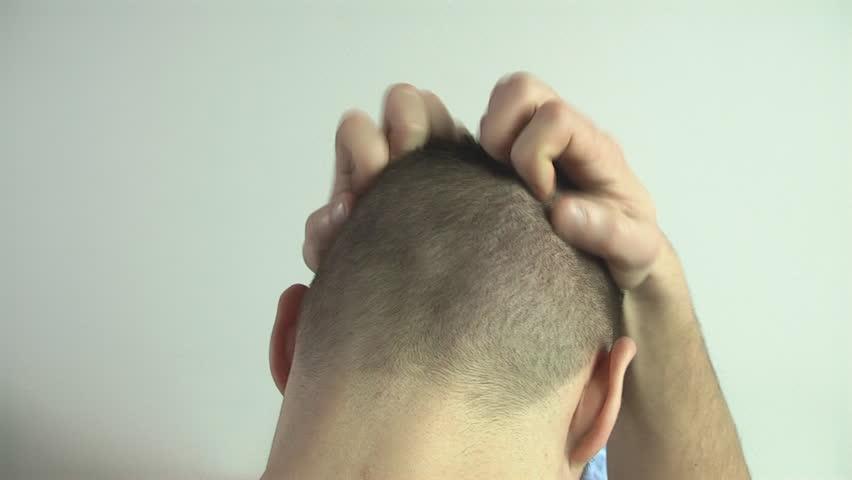 Сильно чешется голова