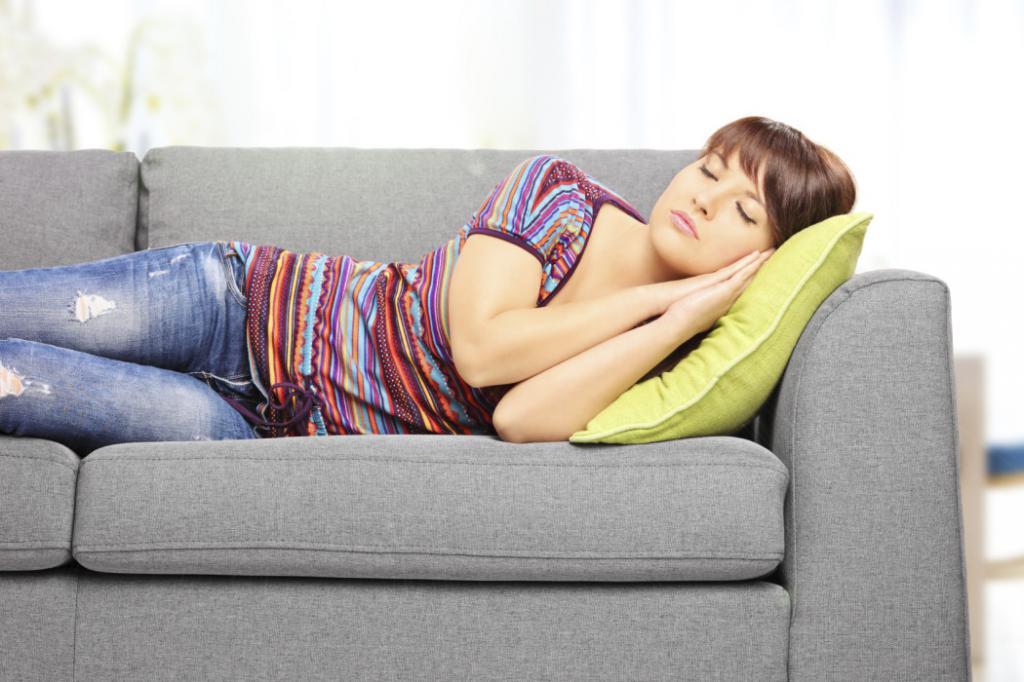 почему после дневного сна болит голова и глаза