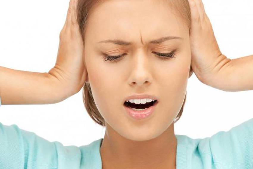 когда глотаю болит горло и ухо