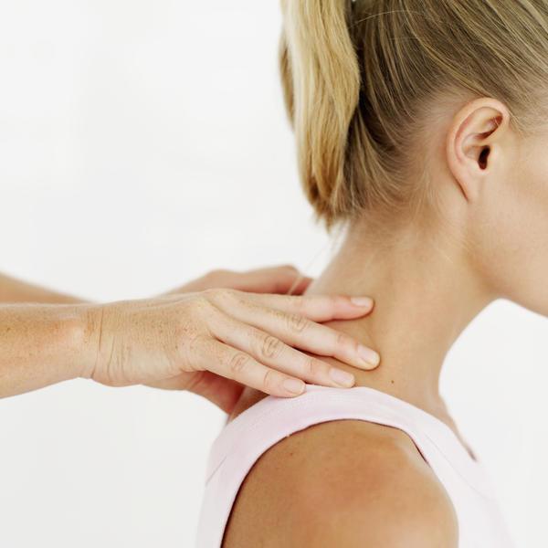 болит шея и затылок кружится голова