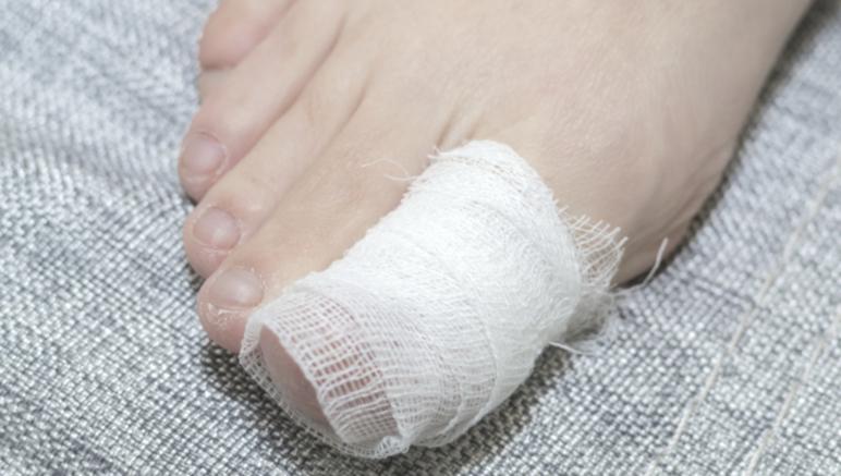 больной палец