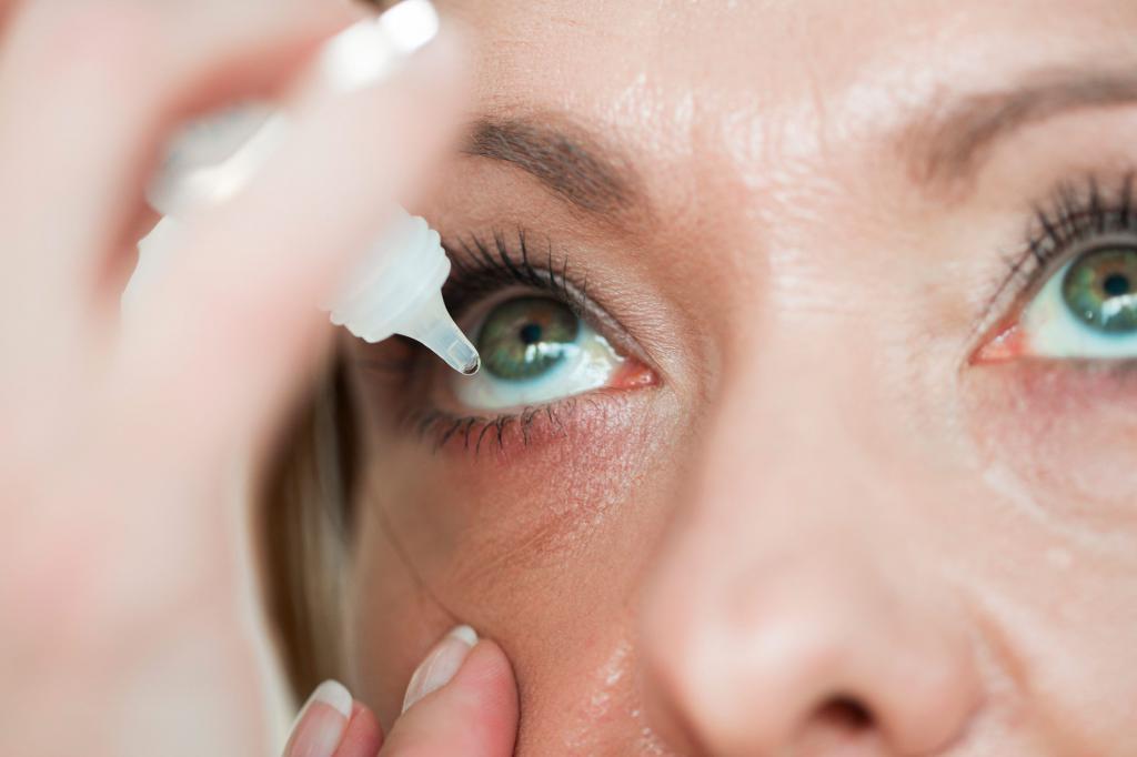 почему после сна болят глаза