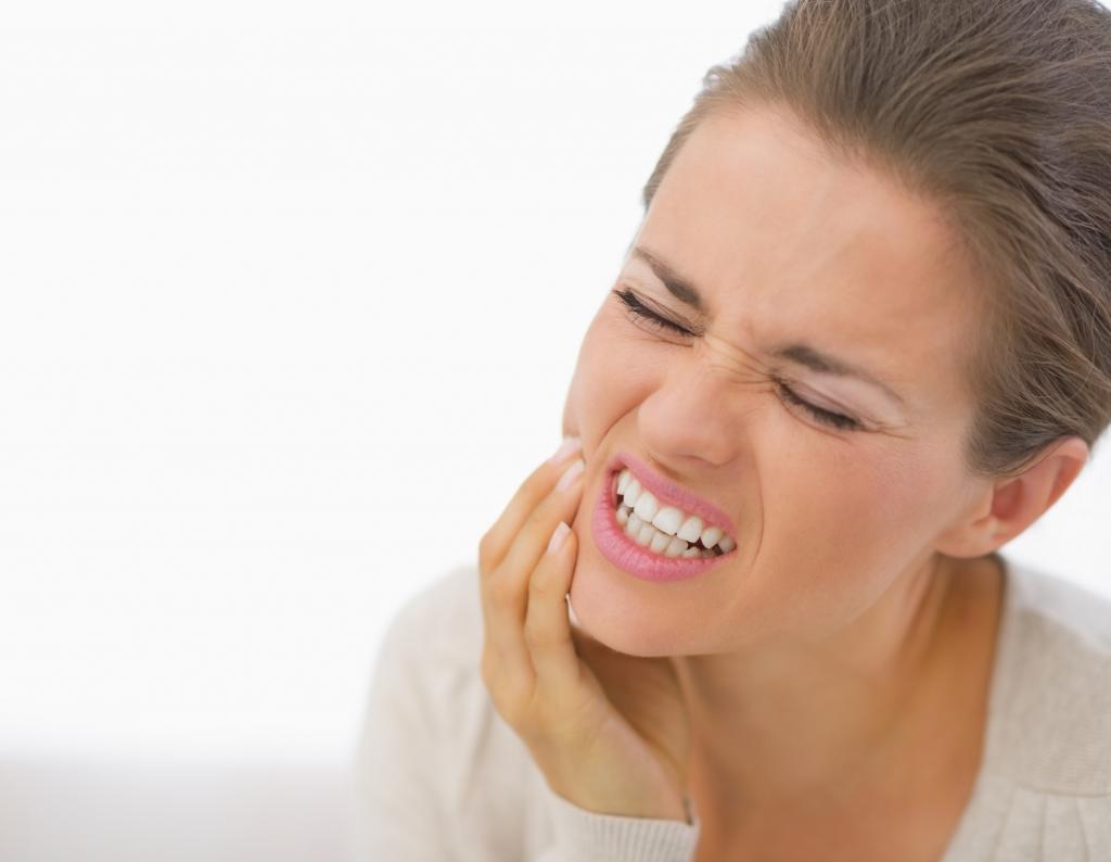 сильная боль в области челюсти