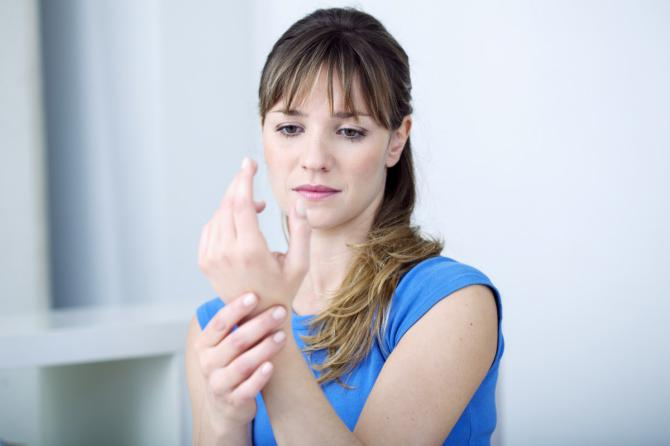 Отеки кистей рук у женщин