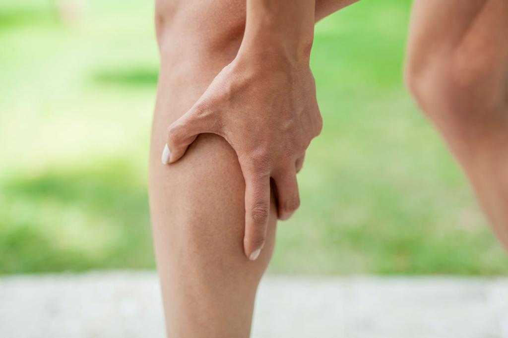 колено опухло и болит