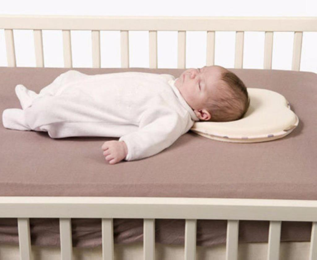 лучшая поза для сна новорожденного