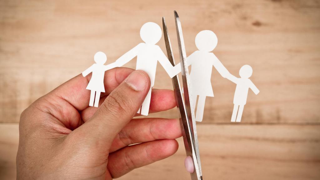 жена выгоняет мужа с ребенком из дома