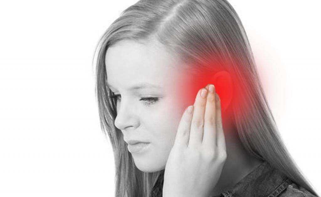 Боль в ухе