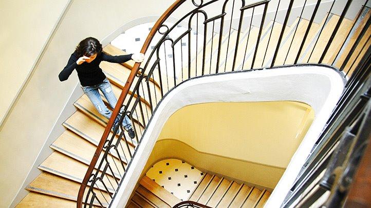 Невозможность спускаться по лестнице