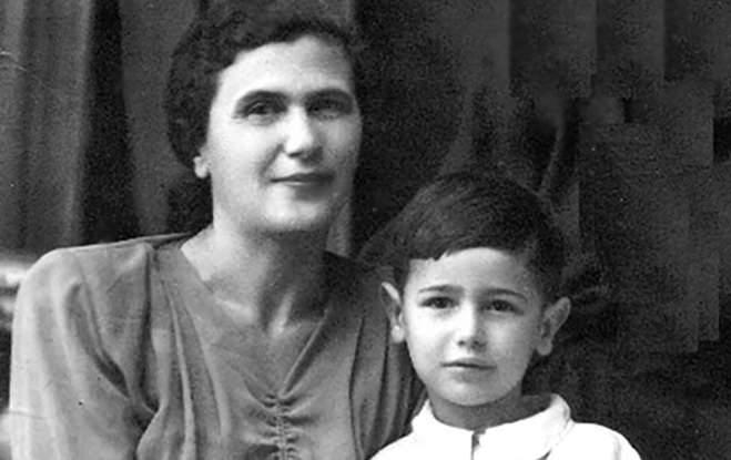 Маленький Женя с мамой