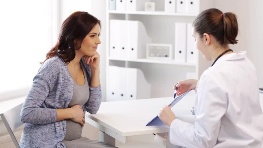 Гинеколог и беременная пациентка