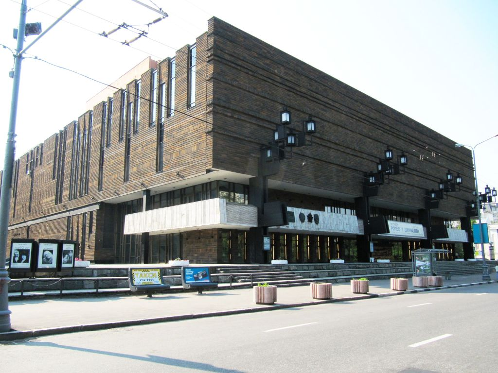 Сахаров работал во МХАТе