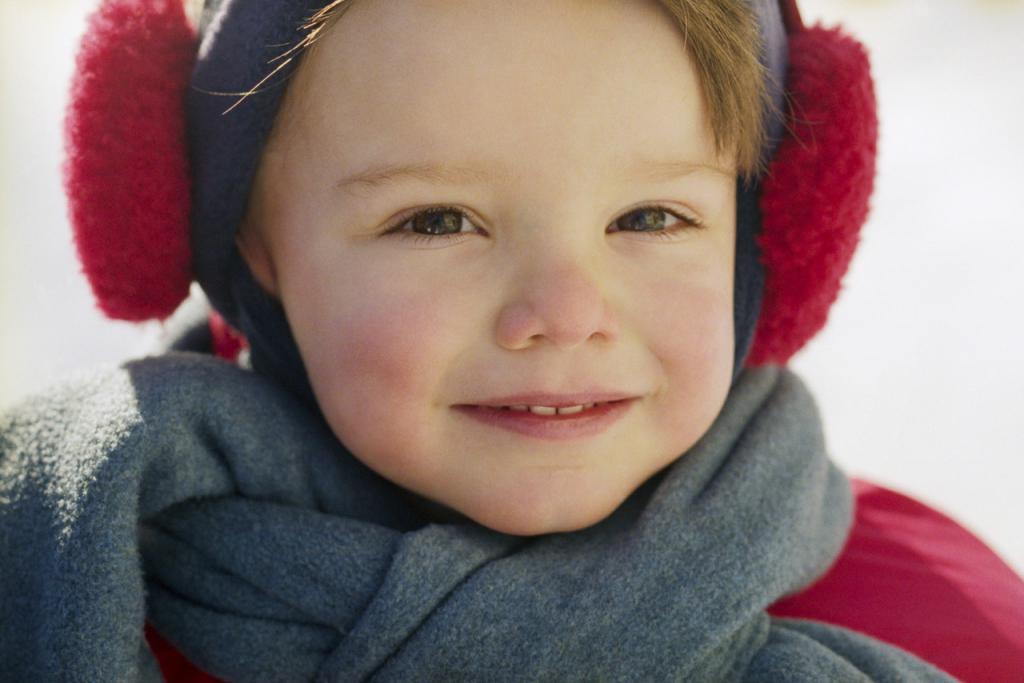 Важно защищать уши ребенка в ветреную погоду