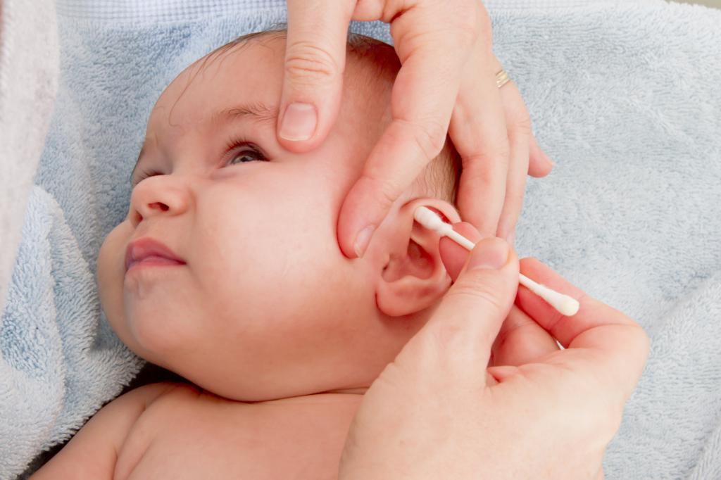 Ушными палочками можно очищать только наружную часть ушной раковины