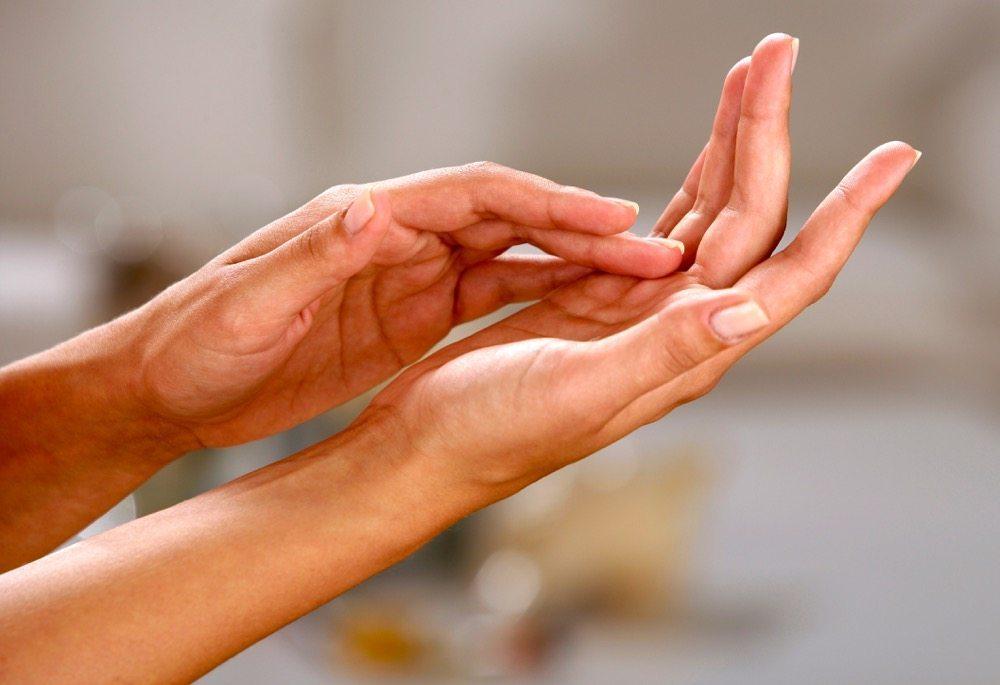 сыпь на пальцах рук в виде пузырьков