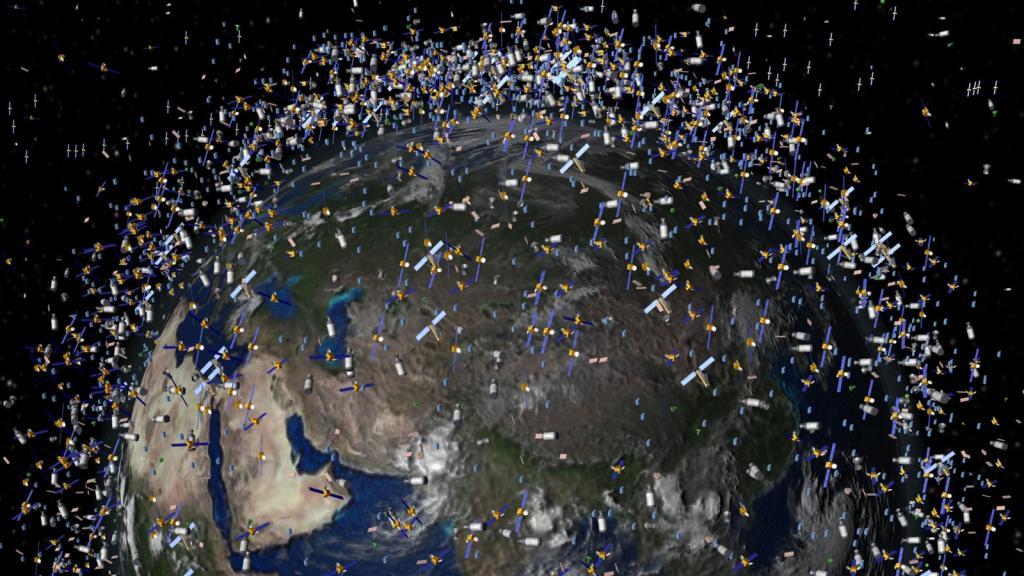 спутники вокруг земли фото первом