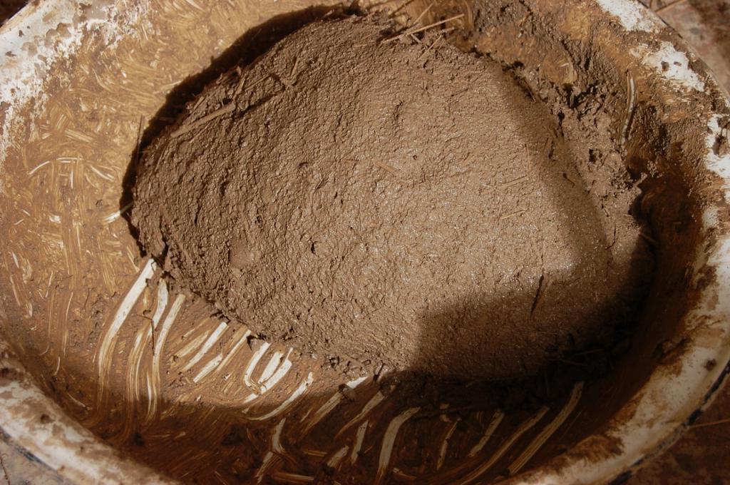 Смесь глины и соломы