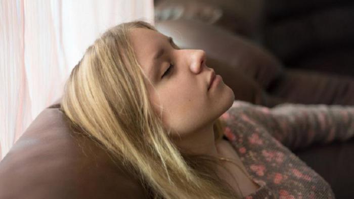 Brunette teen deepthroat blowjob