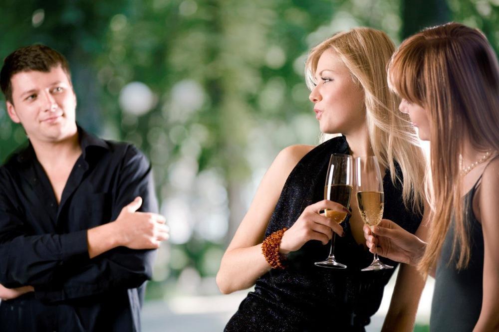 Почему юноша стесняется знакомится с девушкой