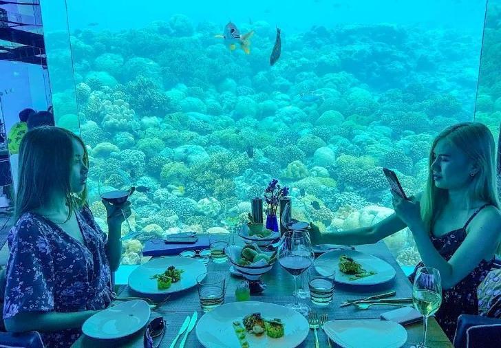 Ужин в небе, в темноте и под водой: 10 самых причудливых ресторанов по всему миру