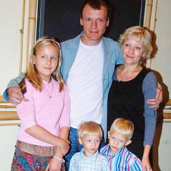 """У россиян """"рабская психология"""": Алексей Серебряков рассказал, почему решил перевезти семью в Канаду"""