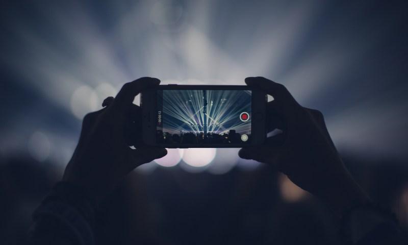 Беспроводная зарядка и удаленное управление: специалисты предсказали будущее смартфонов