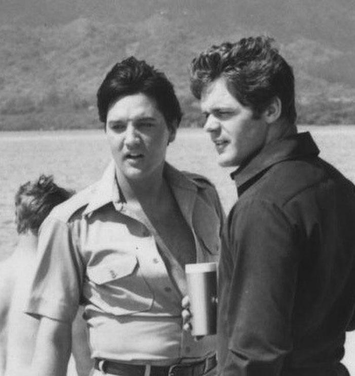 """«Если вы пришли только посмотреть - я пойду спать»: как прошла первая и единственная встреча Пресли с """"Битлз"""" в 1965 году"""