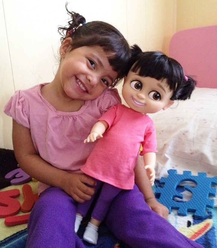 Один в один: фотографии детей, которые удивительно похожи на своих кукол