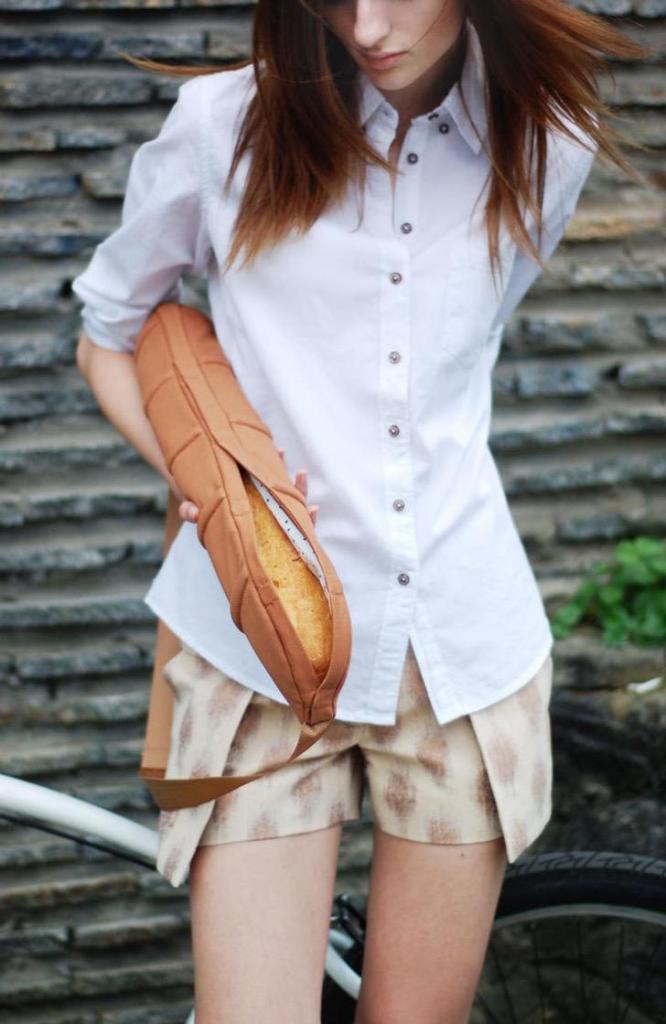 И хруст французской булки... дизайнеры создали специальную сумку для багета