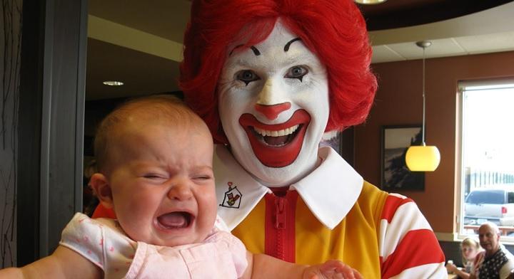 Вопрос дня: почему мы боимся клоунов? Разбираемся, как они стали одним из самых больших страхов современности