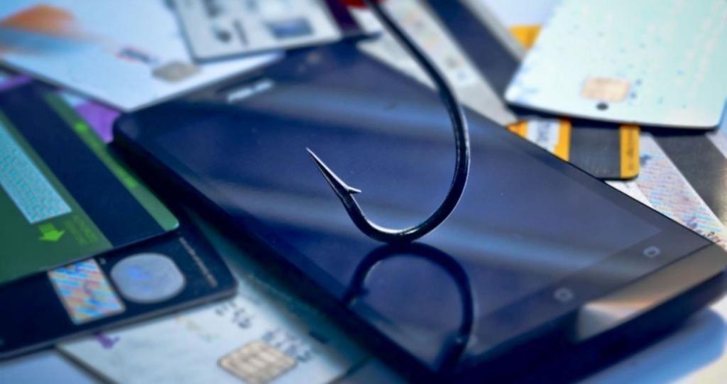 Фальшивые мессенджеры и просьбы перезвонить: как уберечься от популярных мошеннических схем 2019 года