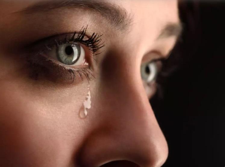 Плач в определенное время суток помогает худеть: открытие ученых