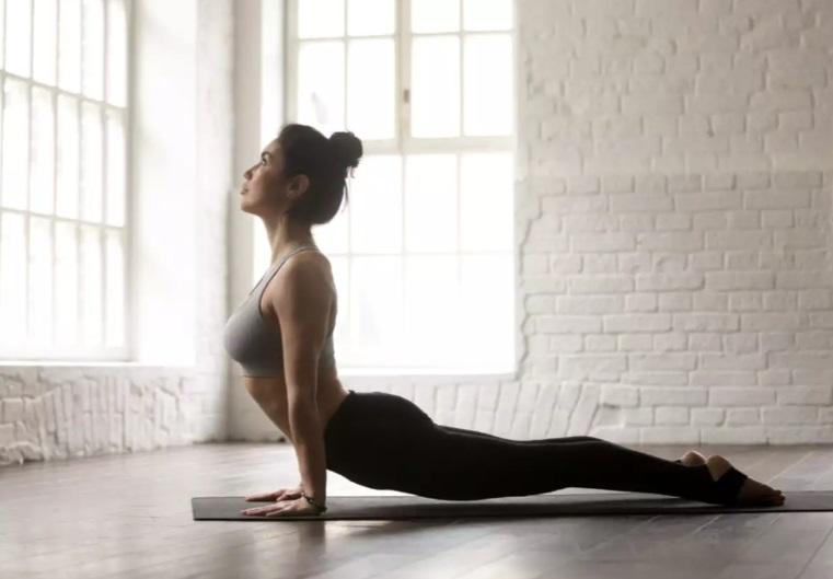Знакомый йог научил позам, которые помогают худеть. Теперь всем подругам рекомендую